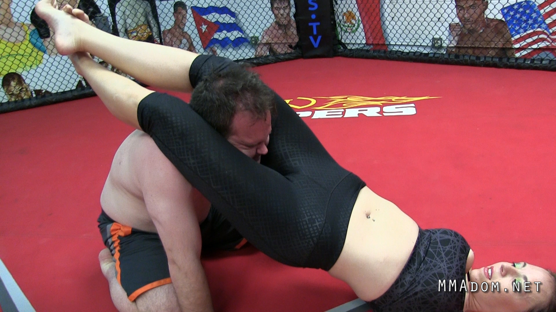 scarlett_devine_mixed_wrestling.Still009